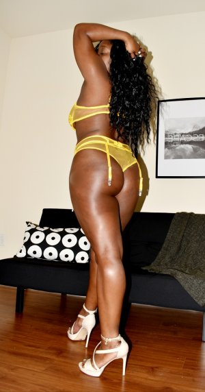 Yalda live escort in Fife