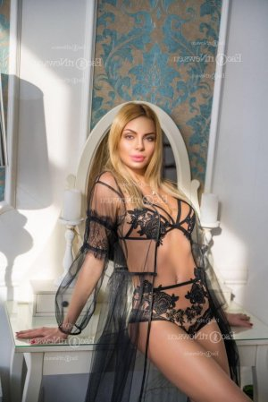 Ann-sophie escort girl in Elk Grove Village