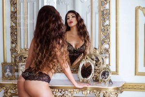 Davida escort girl