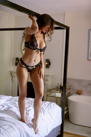 Corail escort girl in San Pablo California