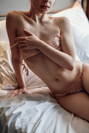 Soussaba escort girl in Palisades Park